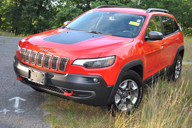 Pre-Owned 2019 Jeep Cherokee Trailhawk
